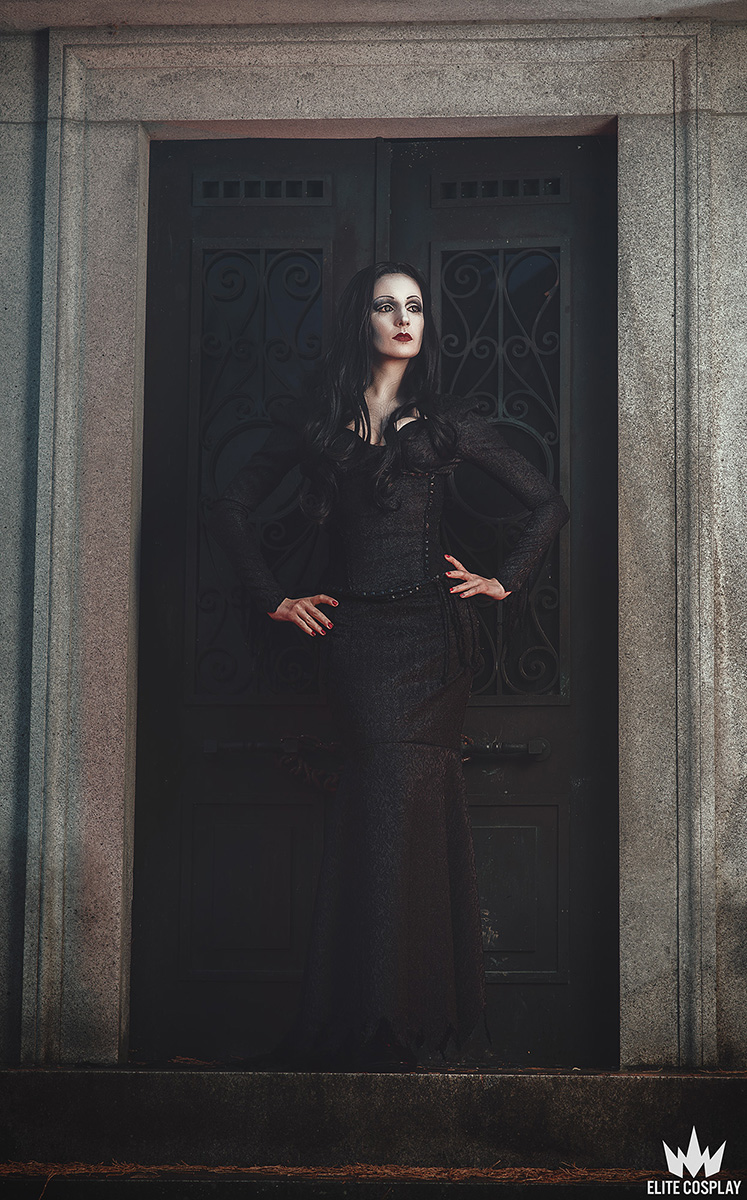 Addams-Family-Cosplay-Morticia-Addams-Elite-Cosplay14
