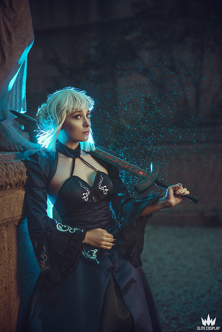 Saber Alter Cosplay